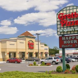 Grotto Pizza Dover Delaware Sign and building